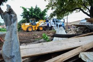 Prefeitura realiza desocupação de área pública no Jardim Inocoop