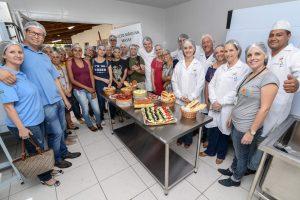 Juninho dá aula na inauguração da padaria escola
