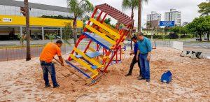 Playground começa a ser instalado na Praça Dalva de Oliveira