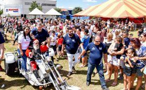 Mais de três mil participam de  festa de Natal no Lago Azul