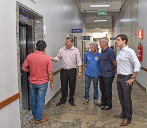Segundo elevador começa a funcionar no paço municipal
