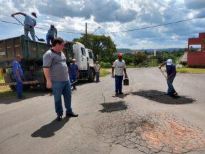 Prefeitura  manteve serviços de tapa buracos durante o carnaval