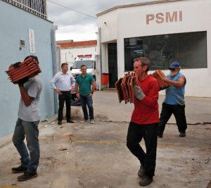 Prefeitura doa nove mil telhas para reforma de telhado do PSMI