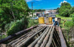 Com madeira tratada, nova ponte do Jd Novo suportará 60 toneladas