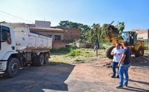 Três frentes de trabalho realizam limpeza em bairros de Rio Claro