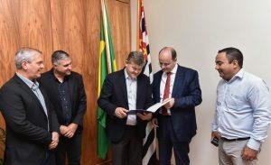 Secretário Estadual da Educação recebe comitiva de Rio Claro